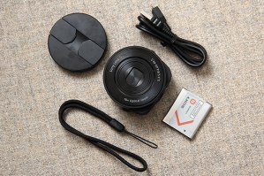 Sony-QX-10-with-box-contents