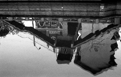 เงาน้ำ คลองผดุงกรุงเกษม โรงเรียนเทพศิรินทร์ Leica M6 Lens: Carl Zeiss 50mm Film:Bergger BRF ISO 400