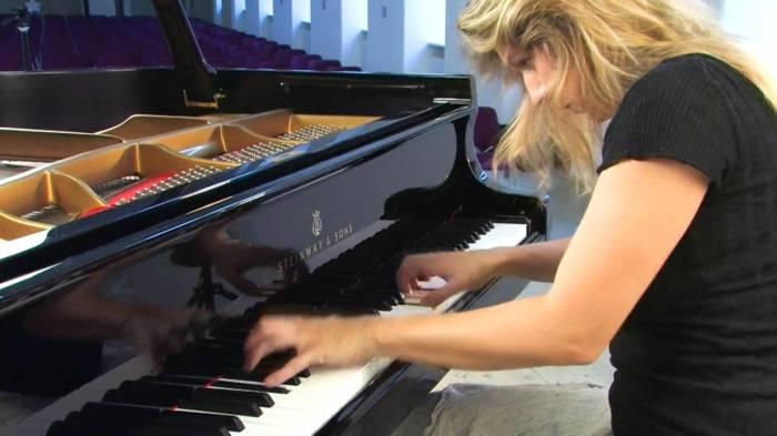 Chopin and Schumann- Études: Ragna SchirmerPiano